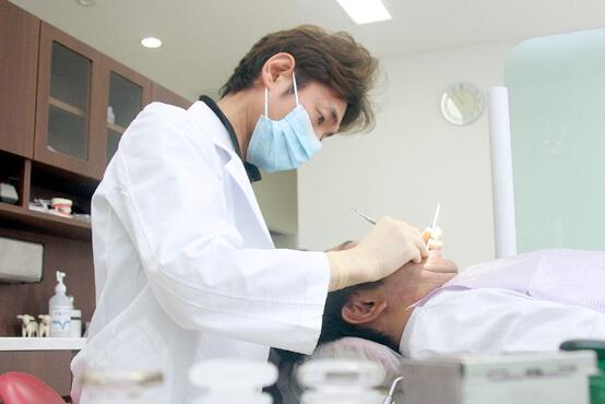 一宮市のインプラントクリニック・オーキッド歯科は年齢に応じたお口の中のプロフェッショナルケア